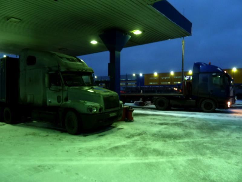 20141206. Питер - Тамбов. На этом американском грузовике я проехал первую часть пути.