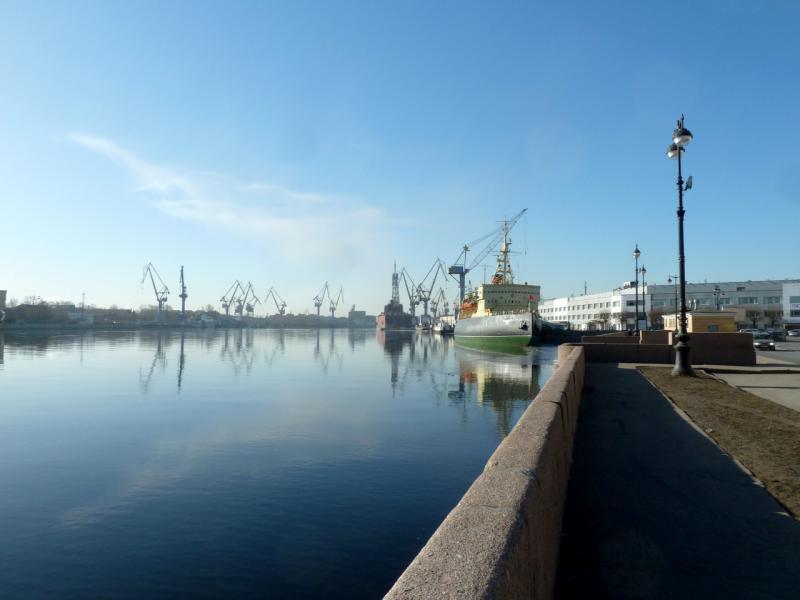 """20150314. На набережной Лейтенанта Шмидта, в виду ледокола """"Красин"""" (ныне музея)."""