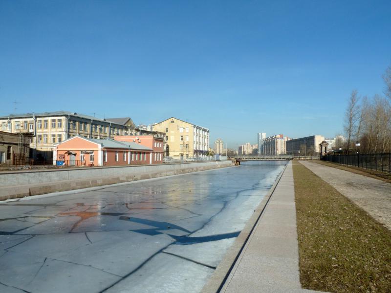 20150314. На набережной Шкиперского канала.