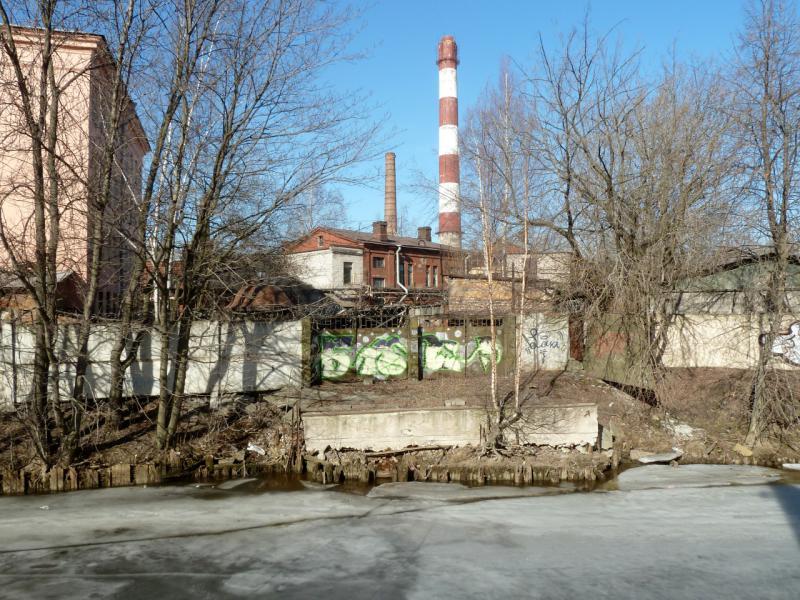 20150314. Задворки завода имени Калинина, вид с берега речки Смоленка.