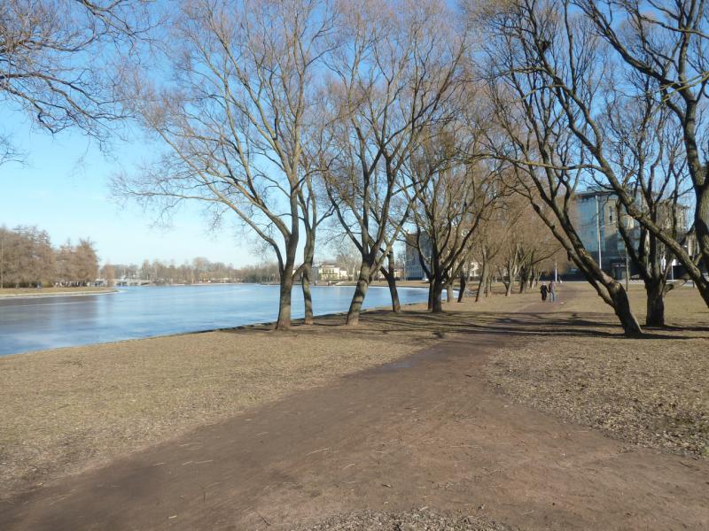 20150314. Набережная Мартынова, на реке Средняя Невка.