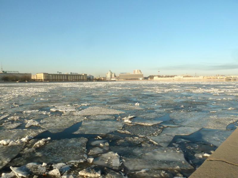 20150314. Вид на реку Нева с набережной Кутузова.