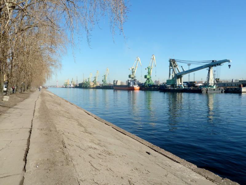 20150315. На Путиловской набережной Морского канала грузового порта Санкт-Петербурга.