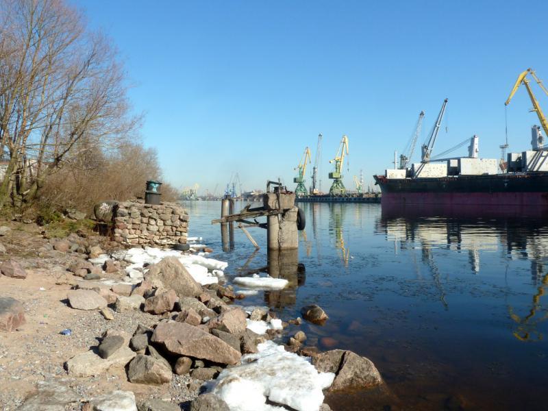 20150315. Небольшая заброшенная пристань в Морском канале.