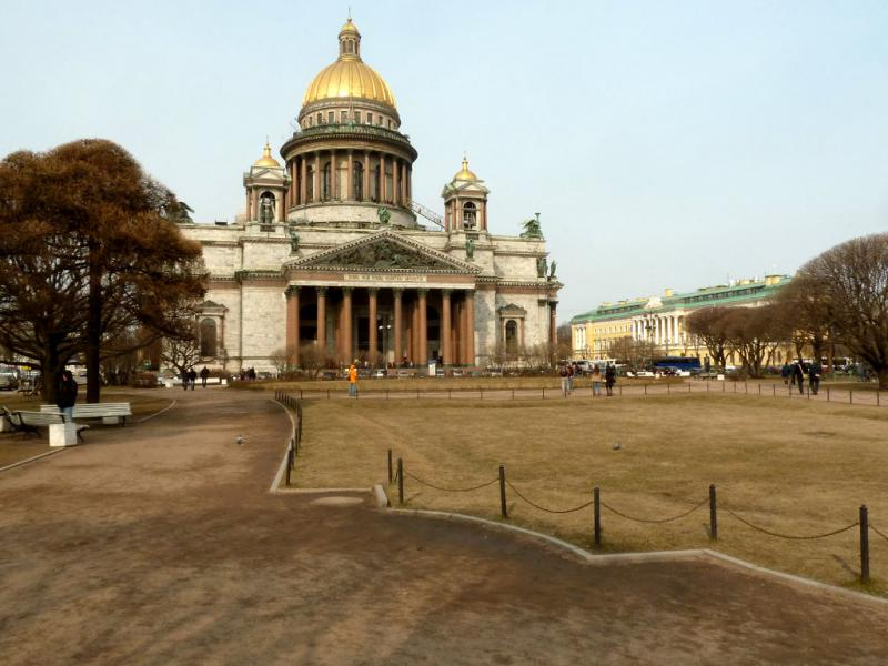 20150327. Исаакиевский собор в Санкт-Петербурге, вид со сквера на юге.