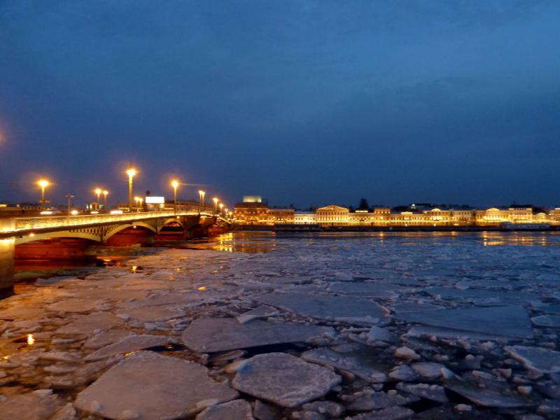 20150327. Благовещенский мост через реку Нева, вид с набережной Лейтенанта Шмидта.