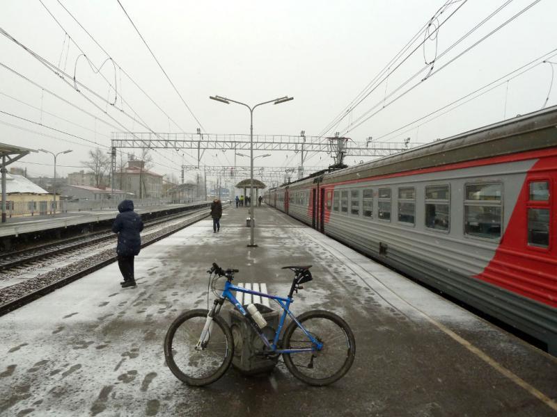 20150329. На перроне станции посёлка Мга, в Ленинградской области.
