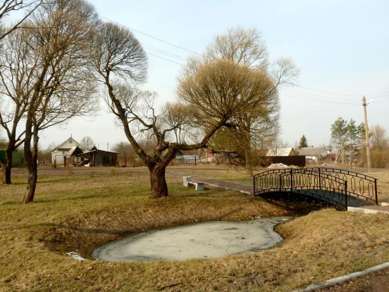 20150329. Мини-парк у магазина в посёлку Нурма (Ленинградская область).