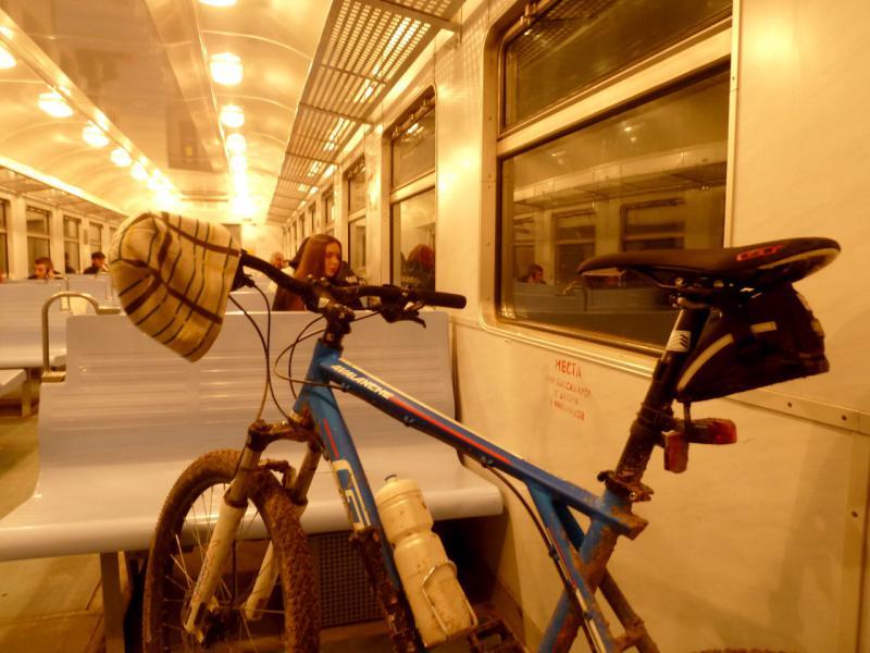 20150329. В вагоне пригородной электричке, на маршруте от Невской Дубровки до Финляндского вокзала.