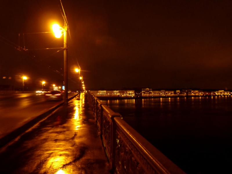 20150329. Ночной вид с Литейного моста на реку Нева и набережную Кутузова.