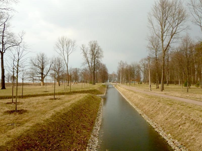 20150412. Каналы в петергофском парке Александрия.