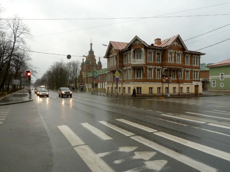 20150412. Петергоф. На Санкт-Петербургском проспекте.