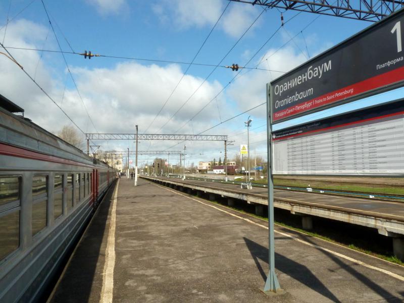 20150503. Кронштадтское. На перроне железнодорожного вокзала Ораниебаум-1 в городке Ломоносов.