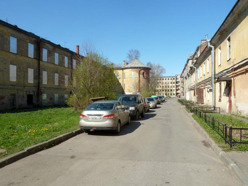 20150503. Кронштадтское. Во дворе заброшенных жилых домов вдоль улицы Коммунистическая.