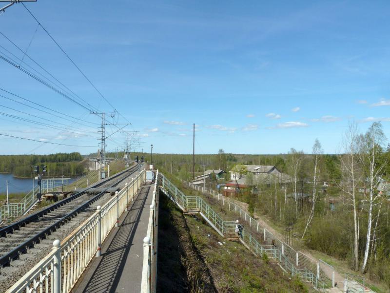 20150510. Выборг. Остановка поездов пригородного сообшения на северо-западной границе города, перед мостом через Сайменский канал.