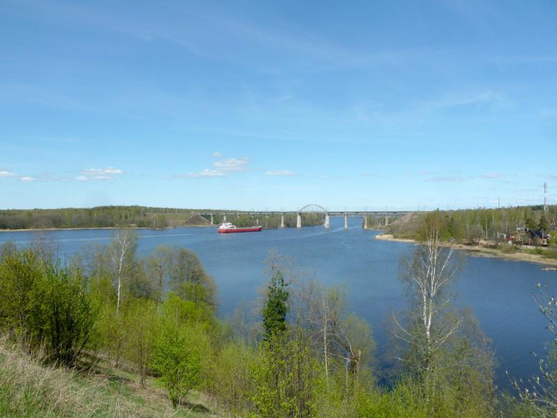 20150510. Выборг. Вид на Сайменский канал, с проходящим над ним железнодорожным мостом пути от Выборга в сторону Финляндии.