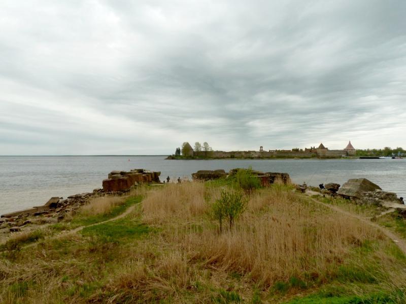 """20160516. Вид на Ореховый остров и крепость """"Орешек"""" с одного из искусственных мысов на правом берегу истока реки Невы."""