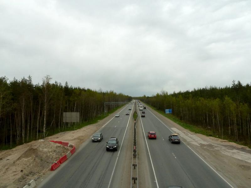 """20160516. Вид на Мурманское шоссе с мостовой развязки с дорогой """"41K-080"""" из посёлка имени Морозова."""
