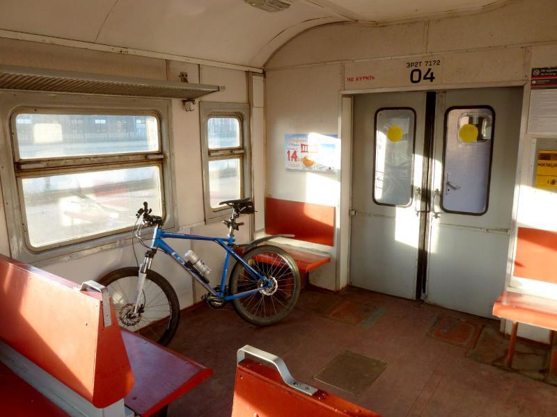 20150524. Мой велосипед в вагоне питерской пригородной электрички.