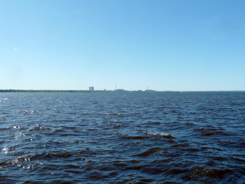 20150524. Вид на постройки Ленинградской АЭС через воды залива Копорская губа.