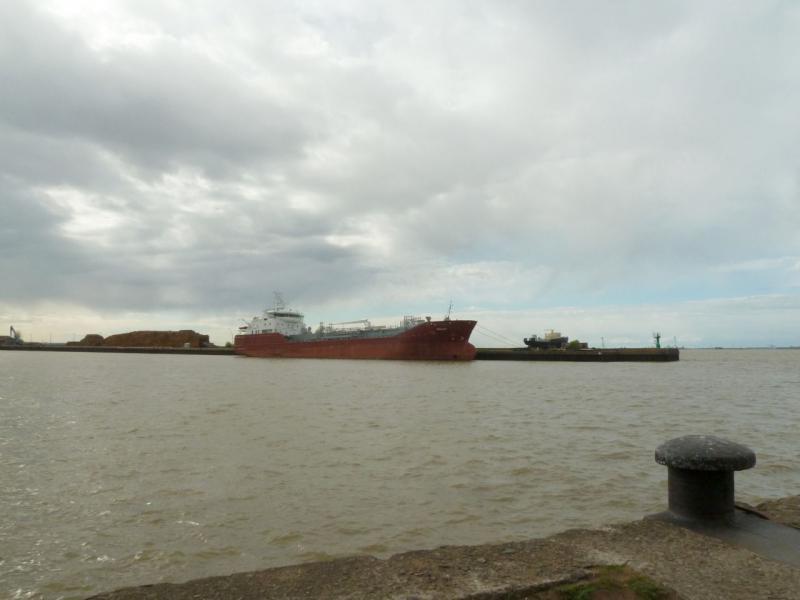 20150524. Вид на створ порта с оконечности восточного пирса.