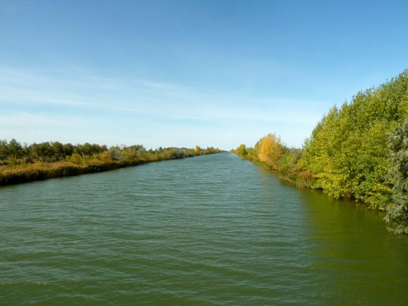 20150916. Вид на канал Иртыш-Караганда с моста у села Евгеньевка.