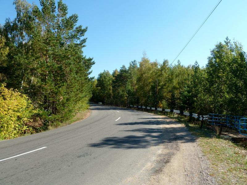 20150918. На дороге у высшей точки Жасыбайского перевала (600 метров над уровнем поря).