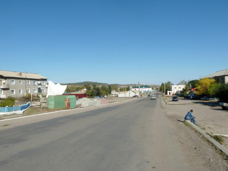 20150918. На центральной улице посёлка Баянаул.