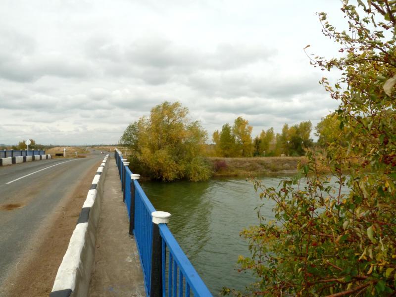 20150920. Мост автомобильной дороги Павлодар-Курчатов через канал Иртыш-Караганда, к которому мы так стремились в последний день путешествия.
