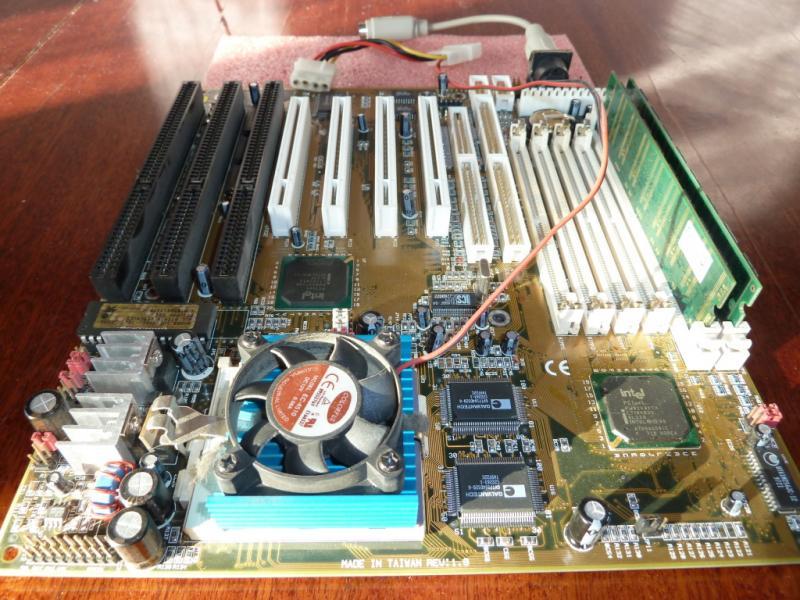 Acorp 5TX32 + Pentium 166 + 2x128MB SDRAM.