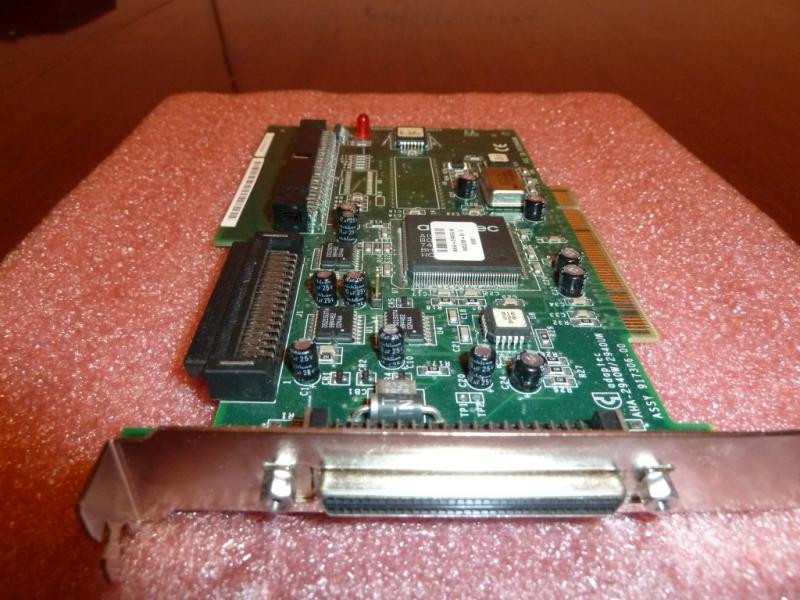Adaptec AHA-2940W/2940UW: общий вид со стороны разъёма подключения внешних SCSI-устройств.
