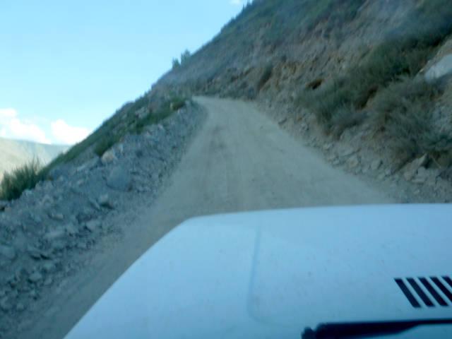 20180809. Так из машины выглядит подъём на перевал Кату-Ярык.