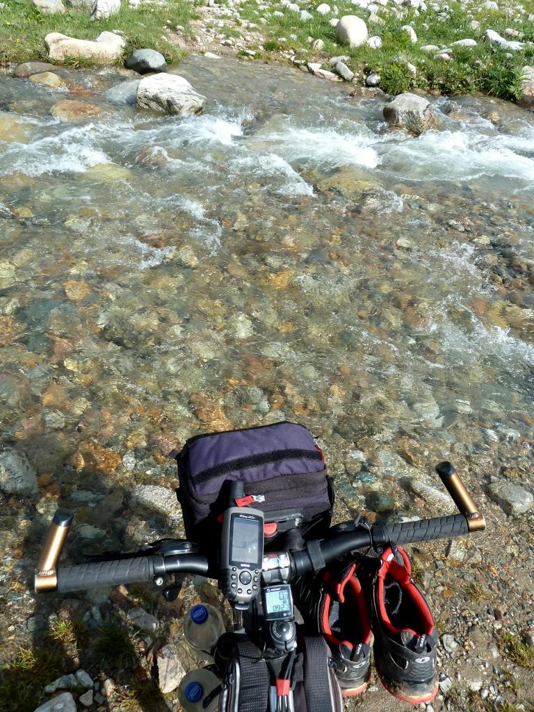 20130527. Переправа через один из множества ручьёв у реки Кескентерек.