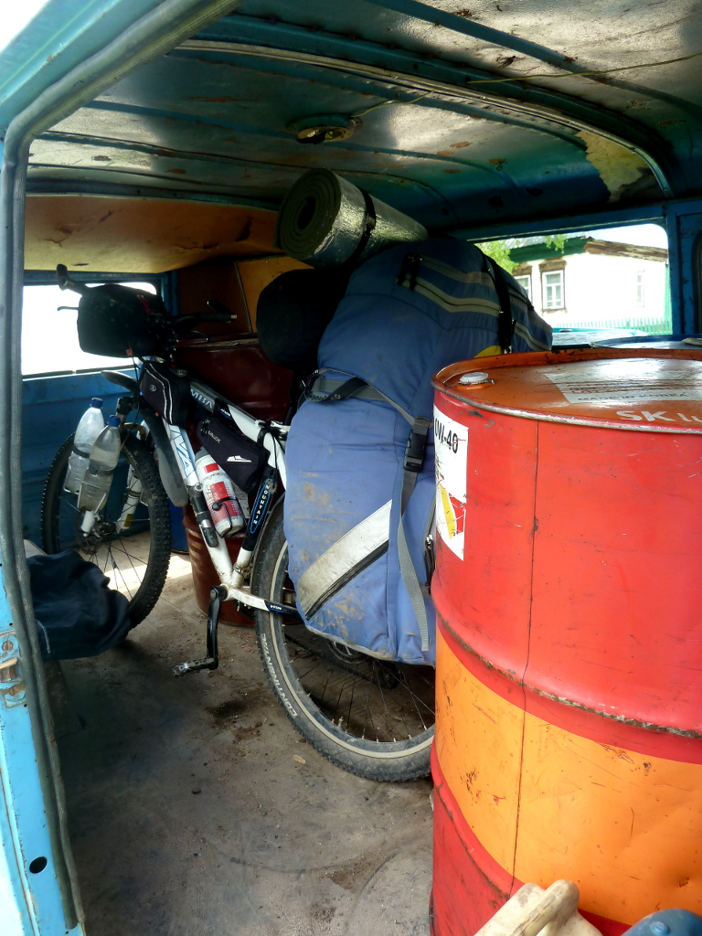 20130605. Мой велосипед в фургоне ЕрАЗ-762.