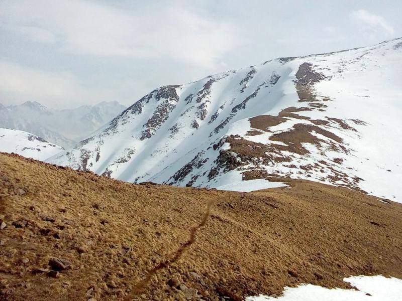 20160310. Алматы. Тропа от пика Фурмановка (высота 3050 метров) к горе Панорама (высота 3260 метров).