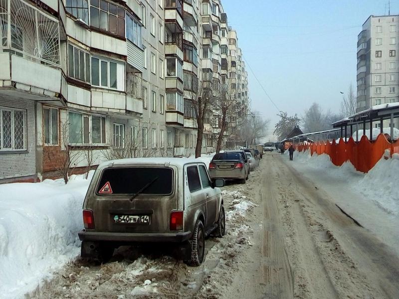 20170306. В Новосибирске, в период смены погоды от снегопадов к началу таяния сугробов.