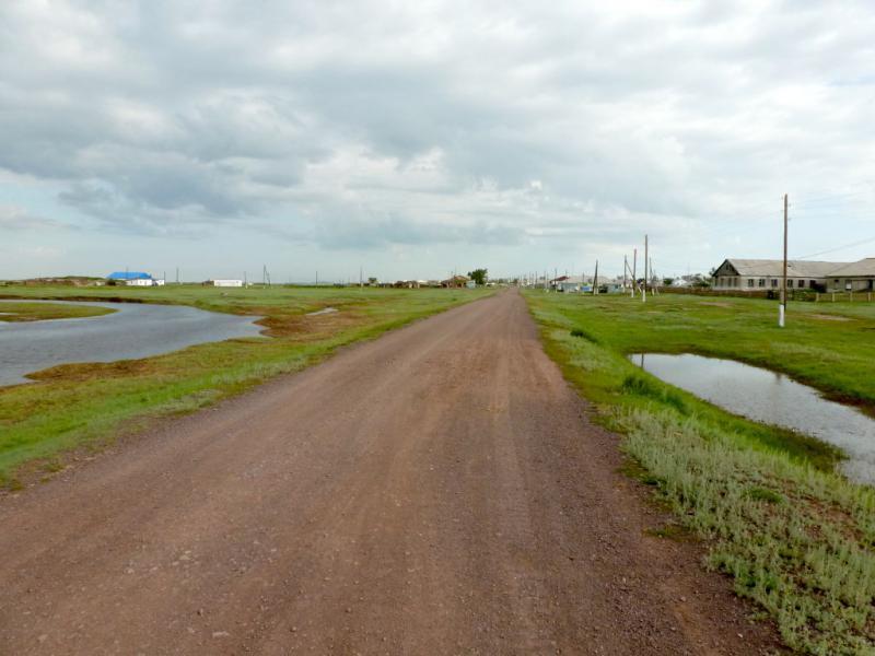 20160806. Южный въезд в село Бозтал (Казахстан, Акмолинская область).