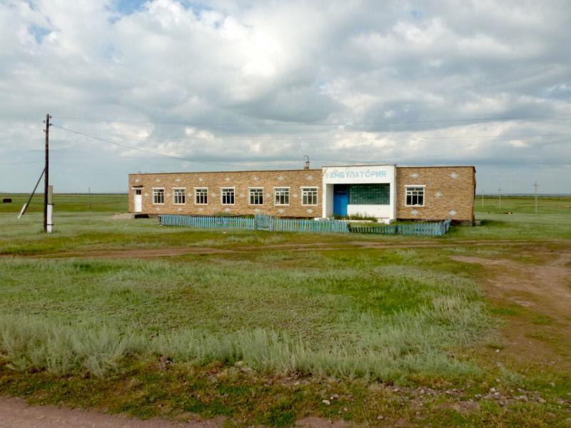 20160806. Здание больницы в селе Бозтал.