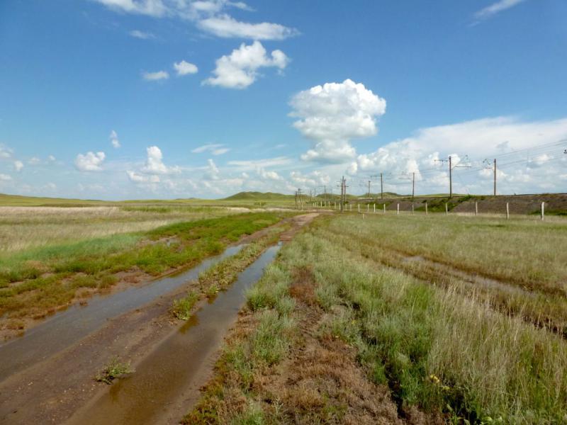 20160806. Типичная грунтовая дорога после дождя, таких много в округе железнодорожной станции Коржынколь, что в предгорьях Ерейментау.