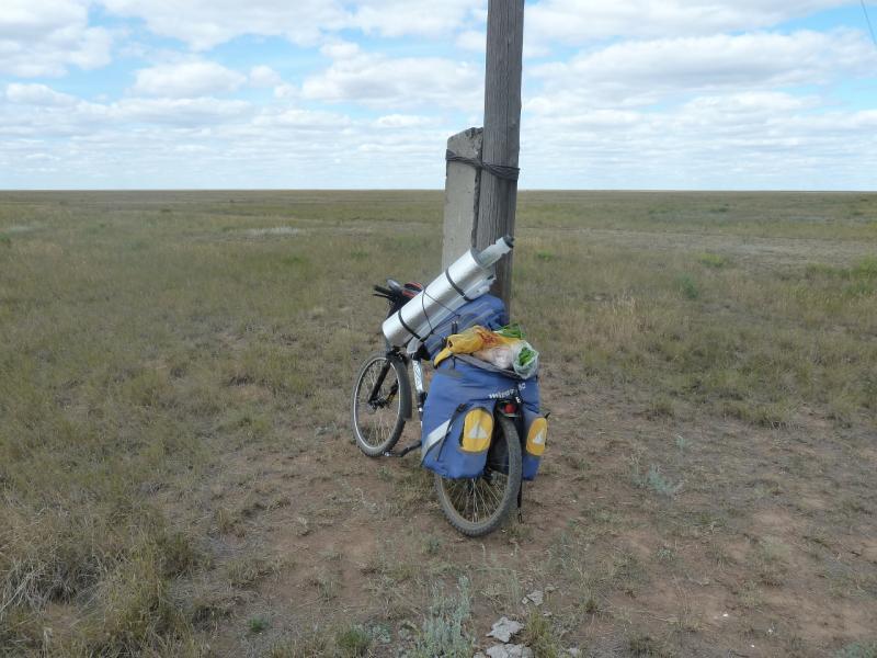 20110806. Павлодар-Астана. Обеденный перерыв в ста километрах от Павлодара.