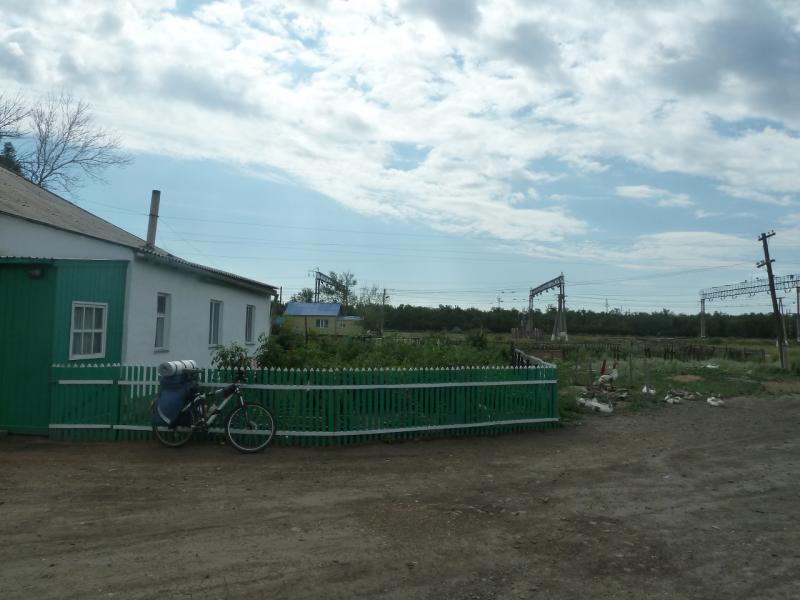 20110810. Павлодар-Астана. Огуречный дом в селе Павловка.