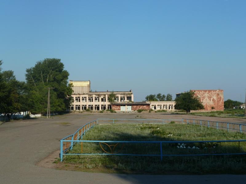 20110811. Павлодар-Астана. Следы былого величия в селе Благодатное.