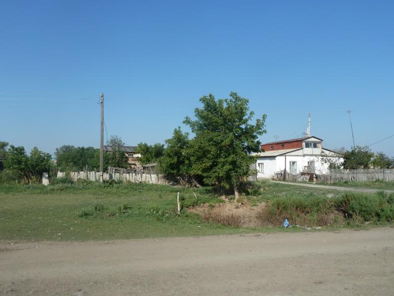 20110812. Павлодар-Астана. Неодноэтажки села Херсоновка.