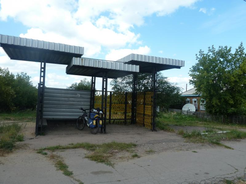 20110822. Боровое-Павлодар. Лёгкий перекус на остановке в посёлке Степняк.