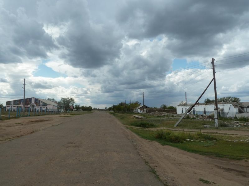 20110824. Боровое-Павлодар. Главная улица села Чапаевское.