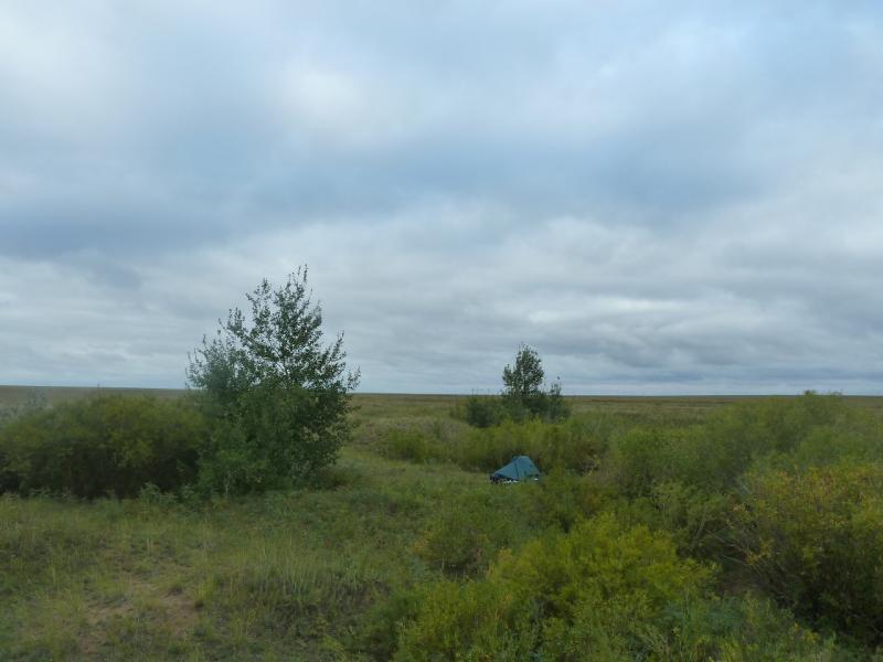 20110825. Боровое-Павлодар. Стоянка в лощине у солёного озера Кумсаксор.