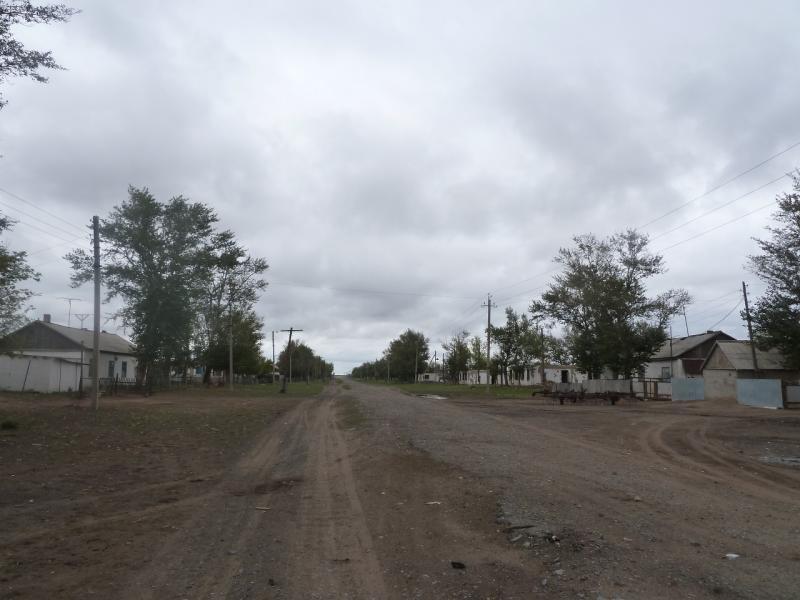 20110825. Боровое-Павлодар. Село Ивановка, и жалко и досадно.