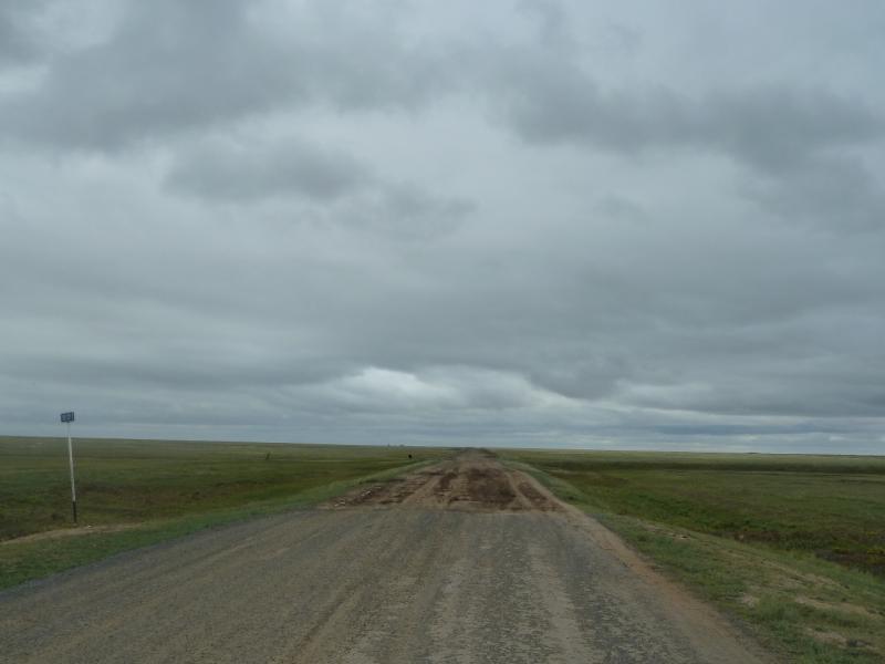 20110825. Боровое-Павлодар. Дорога меняет масть.