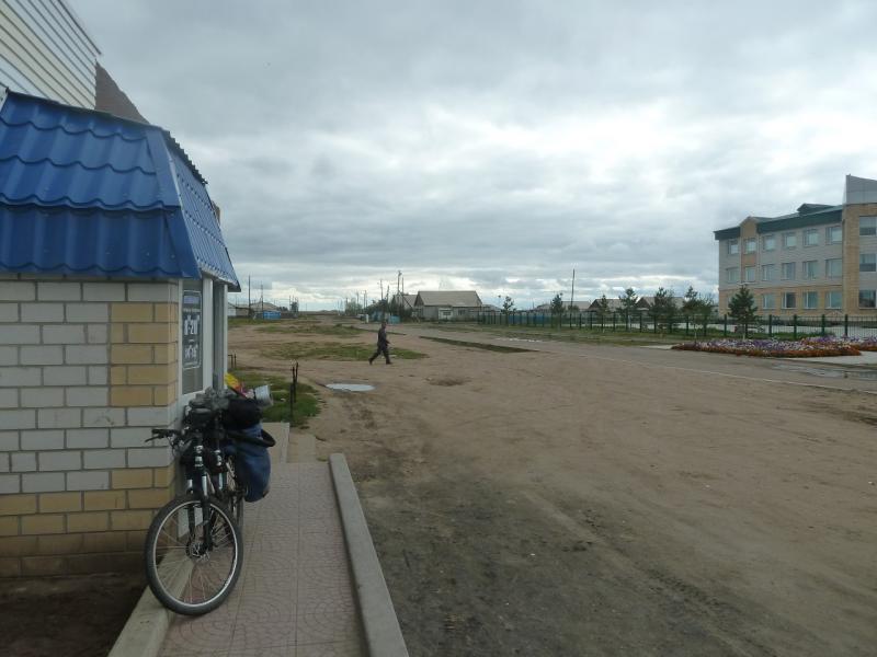 20110825. Боровое-Павлодар. Магазин напротив школы в Актогае.
