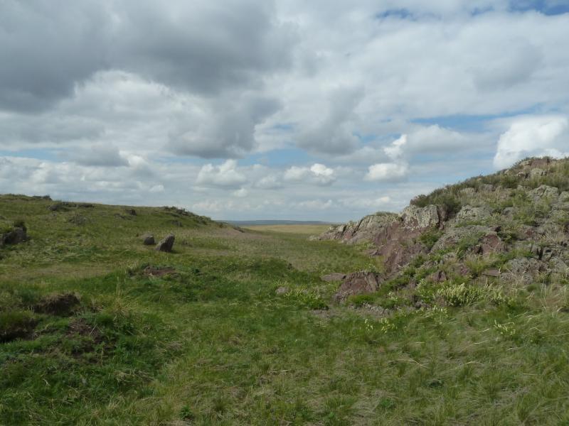 20120506. Канал Иртыш-Караганда: ущелье в долине у водохранилища гидроузла #5.